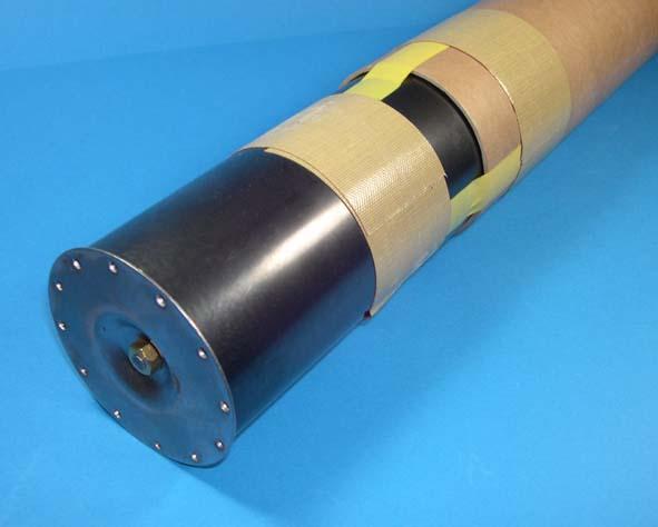 DCP-LBは、自動装着装置が利用できる炉底管理プローブです。サブランス降下中に炉底検出部がプローブ本体から伸び出し、炉底に達すると検出信号を発します。